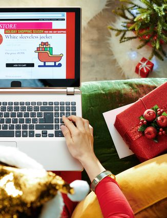 61974094-online-shopping